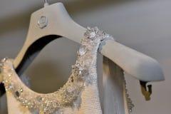 Bruids kleding tijdens de de inzamelingspresentatie van Viktor en van Rolf Mariage Spring /Summer 2018 Stock Afbeelding