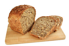 Bruin brood met geïsoleerde gesneden zaden royalty-vrije stock foto's