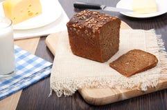 Bruin brood met kaas, melk, boter Royalty-vrije Stock Afbeeldingen