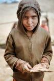 Bruin-eyed meisje met cake in Nepal Royalty-vrije Stock Foto