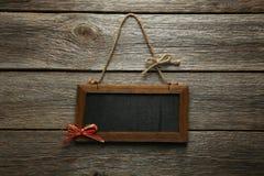 Bruin houten kader op grijze houten achtergrond Royalty-vrije Stock Foto's