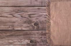 Bruin katoenen servet op lijst royalty-vrije stock foto