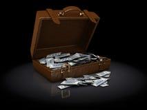 Bruin kofferhoogtepunt van geld Stock Afbeeldingen