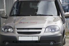 Bruine auto van de middenstand stock foto