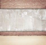 Bruine baksteen en concrete muurachtergrond met Stock Afbeeldingen