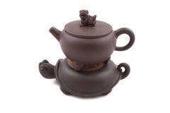 Bruine ceramische theepot met dekking en tribune Stock Afbeelding