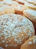 Bruine cupcakes met suikersuikerglazuur Royalty-vrije Stock Fotografie