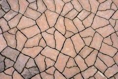 Bruine de vloertegels van het barstpatroon stock afbeeldingen