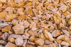 Bruine decoratieve verpletterde stenen voor landschapsontwerp, decoratie het modelleren tuinen en parken Stock Afbeeldingen