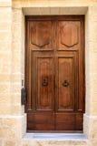 Bruine deur in Malta Stock Afbeeldingen