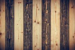 Bruine en donkere bruine houten textuur met natuurlijk gestreept patroon B Royalty-vrije Stock Foto