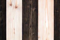 Bruine en donkere bruine houten textuur met natuurlijk gestreept patroon B Stock Afbeeldingen