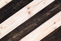 Bruine en donkere bruine houten textuur met natuurlijk gestreept patroon B Royalty-vrije Stock Afbeelding