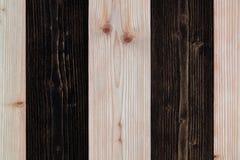 Bruine en donkere bruine houten textuur met natuurlijk gestreept patroon B Stock Fotografie