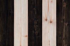 Bruine en donkere bruine houten textuur met natuurlijk gestreept patroon B Royalty-vrije Stock Fotografie