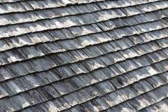 bruine en grijze houten dakdakspanen Stock Afbeeldingen
