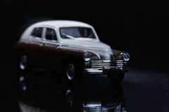 Bruine en witte uitstekende auto Stock Foto's