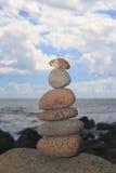 Bruine in evenwicht brengende stenen stock afbeelding