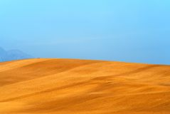 Bruine gebieden blauwe hemel Stock Fotografie