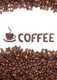 Bruine geroosterde koffiebonen stock afbeelding