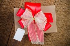 bruine giftdoos met markering stock afbeelding