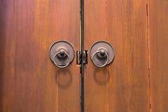 Bruine houten antieke dichte deur Royalty-vrije Stock Foto