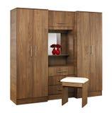 Bruine houten die garderobe op witte achtergrond wordt geïsoleerd Royalty-vrije Stock Foto's