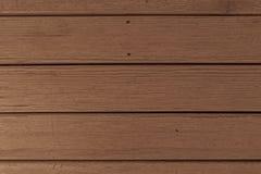 Bruine houten die muur van planken wordt gemaakt royalty-vrije stock fotografie