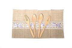 Bruine houten lepels en vork Stock Fotografie