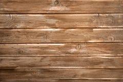 Bruine houten muur of omheiningsachtergrond De het horizontale raad of planking royalty-vrije stock foto