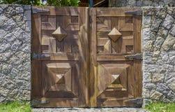 Bruine houten oude poort royalty-vrije stock foto