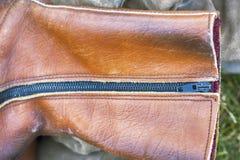 Bruine leerschoen, de ritssluiting van het close-upmetaal Royalty-vrije Stock Foto's
