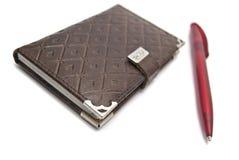 Bruine notitieboekje en pen Royalty-vrije Stock Foto