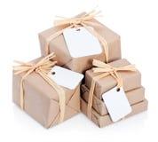 Bruine pakketten met leeg etiket Stock Foto's