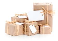 Bruine pakketten met leeg etiket Stock Foto
