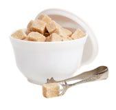 Bruine suiker in een kom Royalty-vrije Stock Afbeeldingen