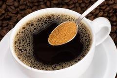 Bruine suiker zwarte koffie Royalty-vrije Stock Fotografie