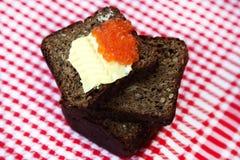 Kaviaar op brood met boter Royalty-vrije Stock Foto's