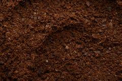 Bruine verse gemalen koffie stock fotografie