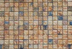 Bruine vierkante bakstenen muurachtergrond, abstracte achtergrond Stock Afbeelding