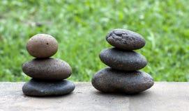 Bruine vlakke stenen in blance in de tuin Royalty-vrije Stock Afbeelding