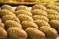 Bruine volkorenbroodbroodjes Stock Afbeeldingen