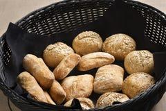 Bruine volkorenbroodbroodjes Stock Foto