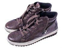 Bruine vrouwen` s laarzen met kant op witte zolen Royalty-vrije Stock Afbeeldingen
