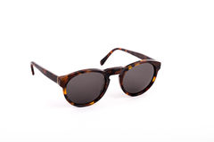 Bruine zonnebril die op witte achtergrond wordt geïsoleerdw Stock Afbeelding