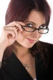 Bruinette hermoso con los vidrios fotos de archivo