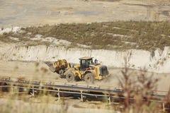 Bruinkool - Wiellader bij bovengrondse mijnbouw Inden Stock Fotografie