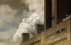 Bruinkoolkrachtcentrale Stock Afbeelding