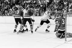 Bruins del vintage v Partido de Blackhawks para arriba Fotografía de archivo libre de regalías