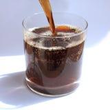 Bruisende zoete drank in een glas stock foto's
